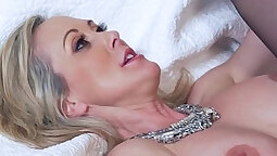 Mature sweetheart riding cock