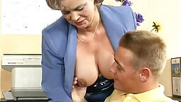 Colombian MILF got a hairy pussy service