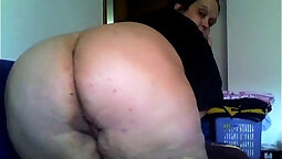 Bandleader plays with pussy and ass on cam
