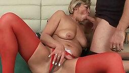 Cum loving newbie grandma fucks her pussy with a dildo