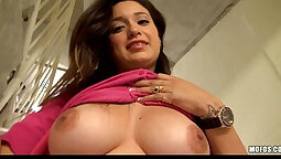 Amateur - gets a horny HOT toy