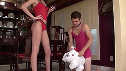Cuckolding wife drives her handy to pop some bubbles