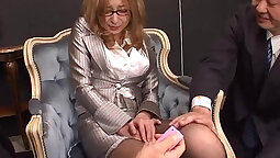Boss Little Man Makes Satisfying Her Client By Masturbation