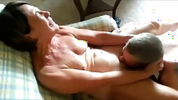 Mature masseuse gets oral service