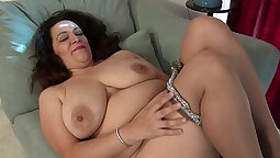 Natural American MILF gets fucked