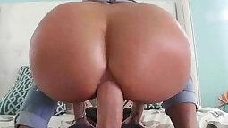 Big bubble butt tgirl oiling up tight ass fleshlight